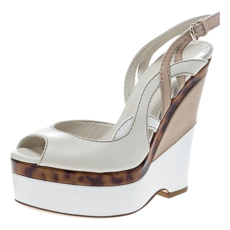 Gucci Two Tone Leather Kotao Tortoise Peep Toe Wedge Sandals Size 37 For Sale