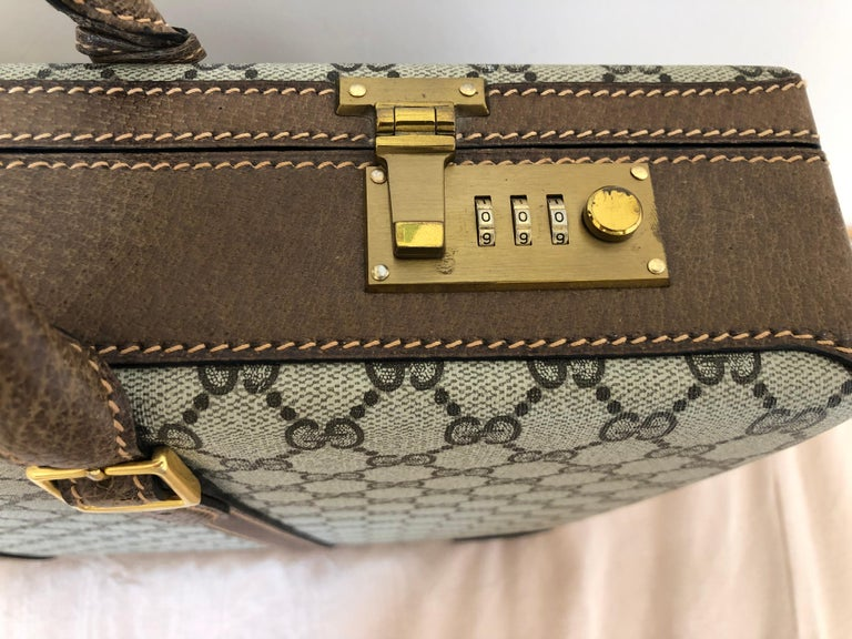 Gucci Vintage Brown GG Monogram Canvas Business Attache Hard Side Briefcase In Good Condition For Sale In Port Hope, ON
