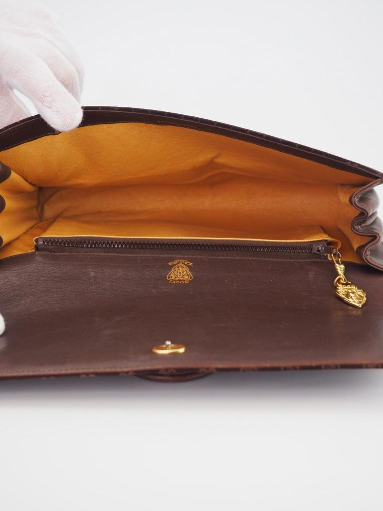 Gucci Vintage Brown Suede Interlocking GG Clutch In Good Condition For Sale In Montreal, Quebec