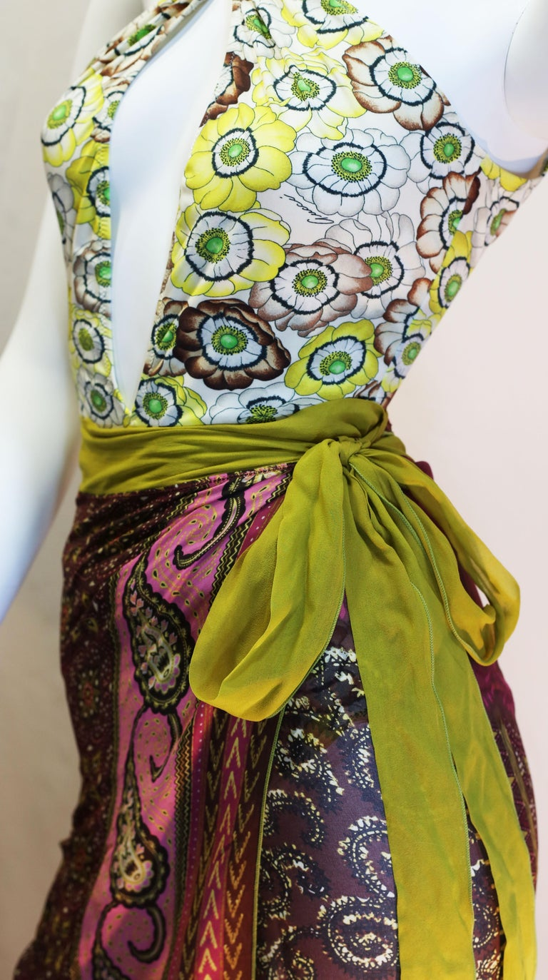 Gucci vintage flowers enhances a sparkling swimsuit in light summerly colours  In Good Condition For Sale In  Bilbao, ES