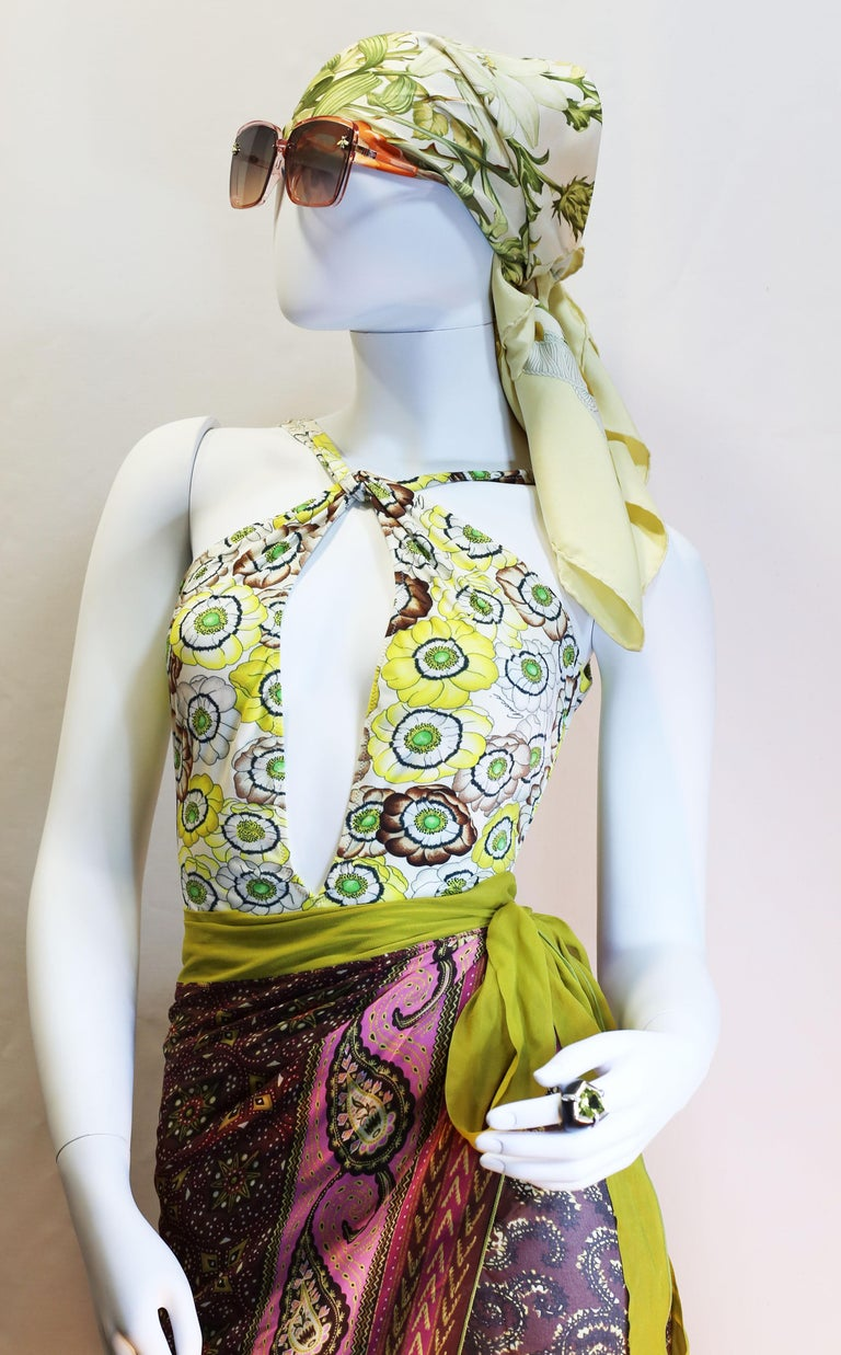 Gucci vintage flowers enhances a sparkling swimsuit in light summerly colours  For Sale 2
