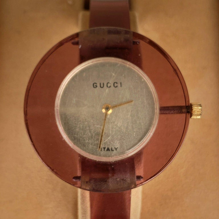 Gucci Vintage Purple Plexiglass Wrist Watch Bracelet Bangle Rare In Excellent Condition For Sale In Rome, Rome