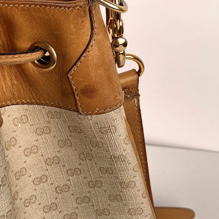 Gucci Vintage White Monogram Canvas Drawstring Bucket Bag In Good Condition For Sale In Rome, Rome