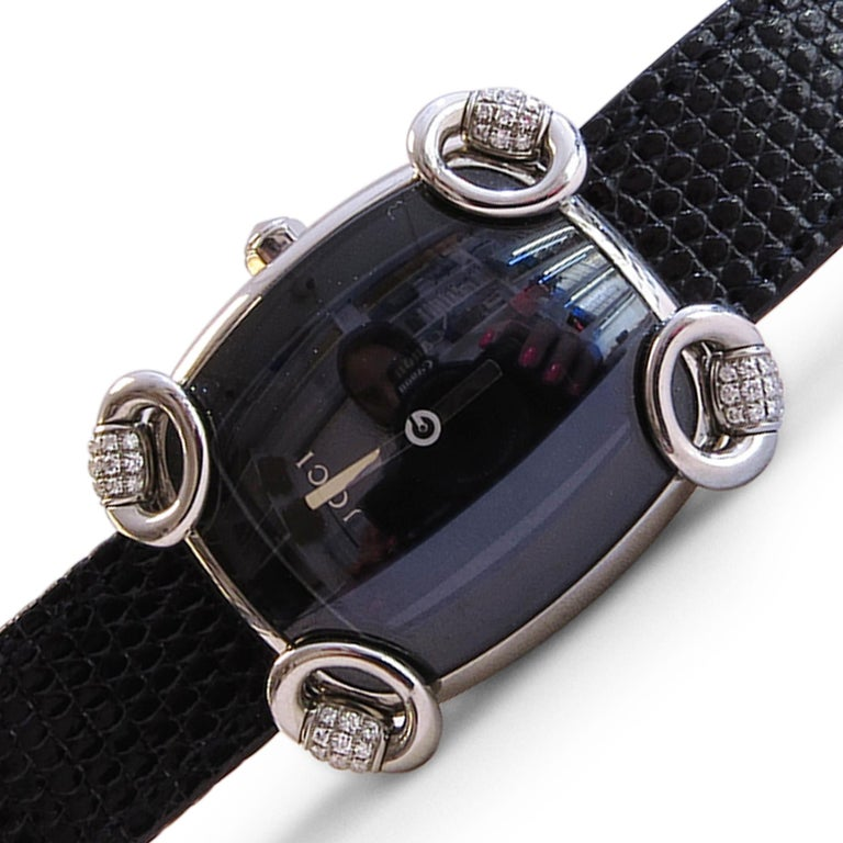 Gucci Watch with Black Dial and Diamond In Excellent Condition For Sale In Jackson Heights, NY
