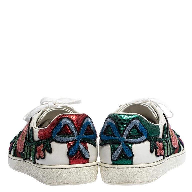 Gucci White Floral Embroidered Leather Ace Low Top Sneakers Size 37 In Good Condition In Dubai, Al Qouz 2