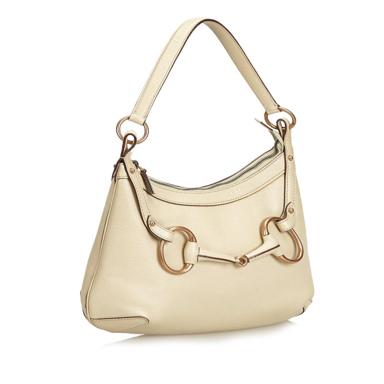 This hobo features a leather body with horsebit detail, flat leather strap, top zip closure, and an interior zip pocket. It carries as AB condition rating.  Inclusions:  Dust Bag  Dimensions: Length: 20.00 cm Width: 34.00 cm Depth: 10.00 cm Shoulder