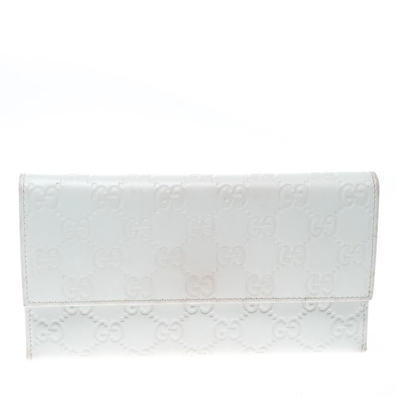 72a16043b43 Gucci White Guccissima Leather Trifold Wallet For Sale at 1stdibs