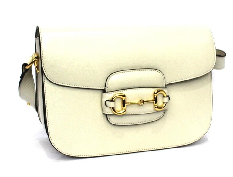 This Gucci 1955 Horsebit bag reinterprets an archival design.  Made of smooth white leather with golden hardware with horsebit detail on the front.  Flap closure, internally large enough.  Equipped with shoulder strap with automatic buttons