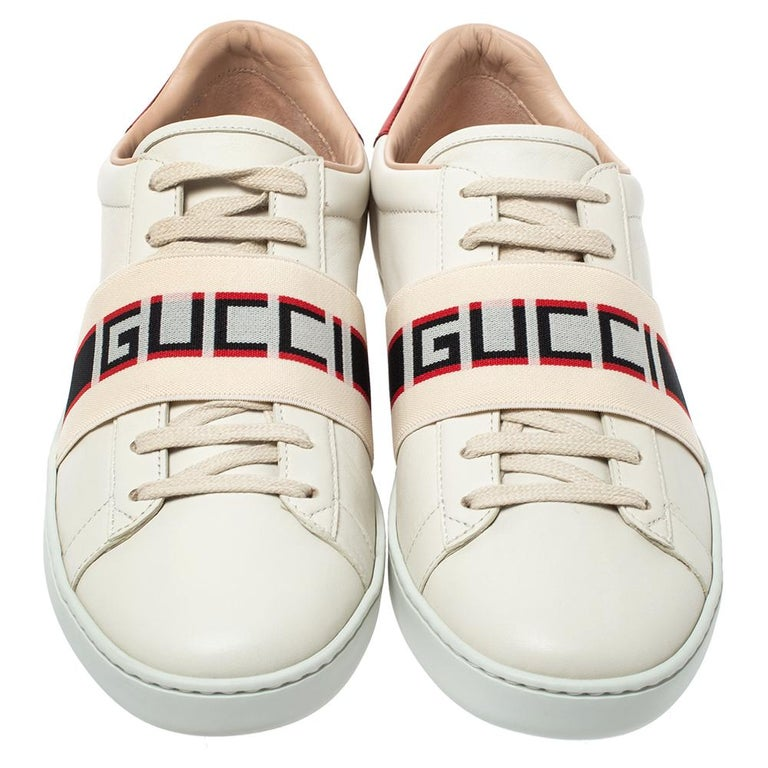 Stacked with signature details, this Gucci pair is rendered in leather and is designed in a low-cut style with lace-up vamps. The sneakers feature logo straps over the vamps, durable rubber soles for lasting wear and red panels on the counters.