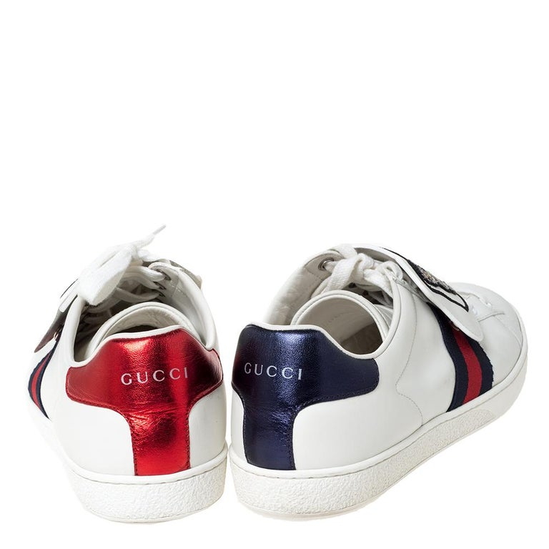 Gucci White Leather Ace Web Low Top Sneakers with Removable Patch Size 41 In Good Condition For Sale In Dubai, Al Qouz 2