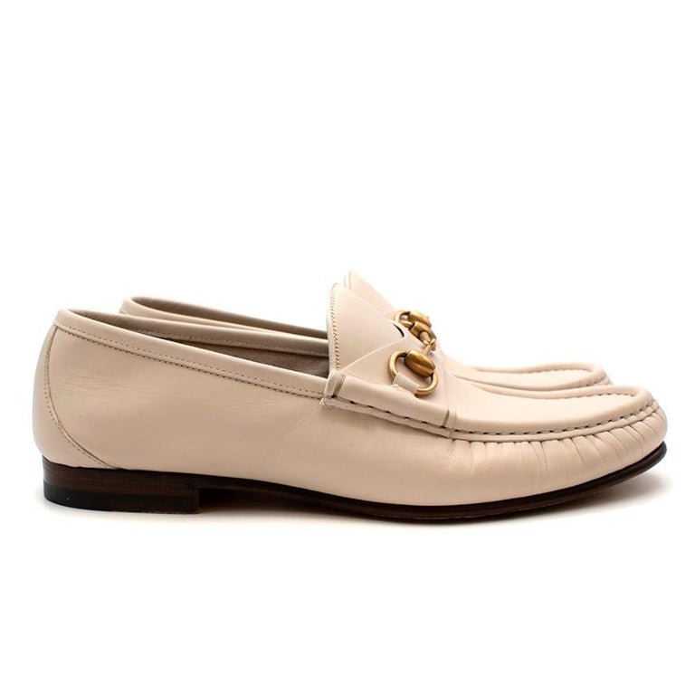 Gucci White Leather Horse Bit Loafers  -Iconic Gucci Horse bit loafers  -Smooth leather   -Golden horse bit detail to the front  -Cotton and leather lining for comfort  -Classic timeless piece   Materials: Main-leather  Lining-leather/cotton