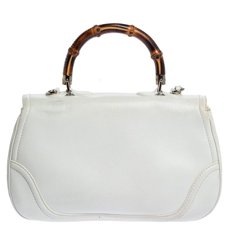 Picture yourself swinging this gorgeous bag at your outings with friends or at social gatherings and imagine how it will not only complement all your outfits but fetch you endless compliments. This Gucci creation has been beautifully crafted from