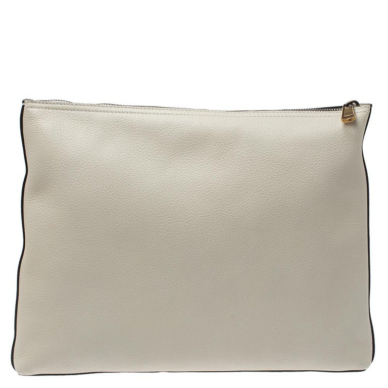 Minimally designed, this portfolio pouch from Gucci is trendy and deserves to be yours! It has been crafted from white leather and styled with the brand logo print along with the iconic web stripe and the interlocking GG. It has a top zip closure
