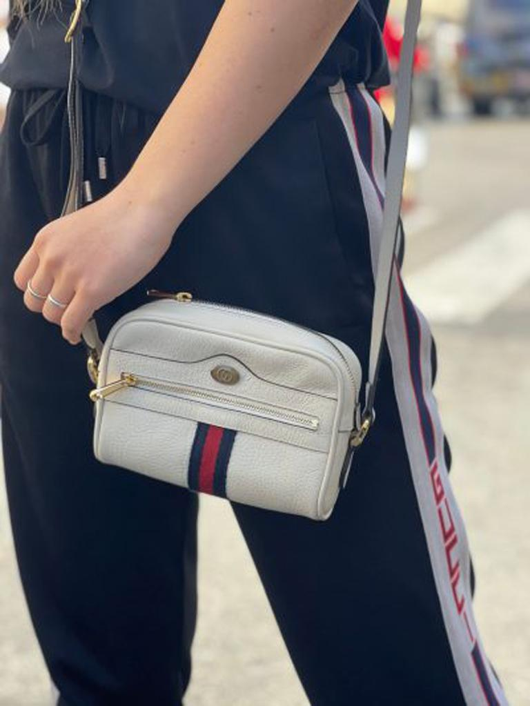 Gucci bag Ophidia line, made of white leather with golden hardware. Zip closure, not very large inside. Equipped with adjustable leather shoulder strap. The bag is in excellent condition.  Dimensions: 5 × 17 × 12 cm