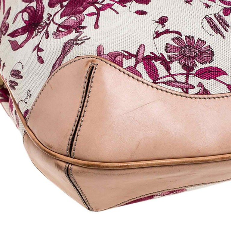 Gucci White/Pink Floral Canvas and Leather Peggy Bamboo Handle Hobo For Sale 4
