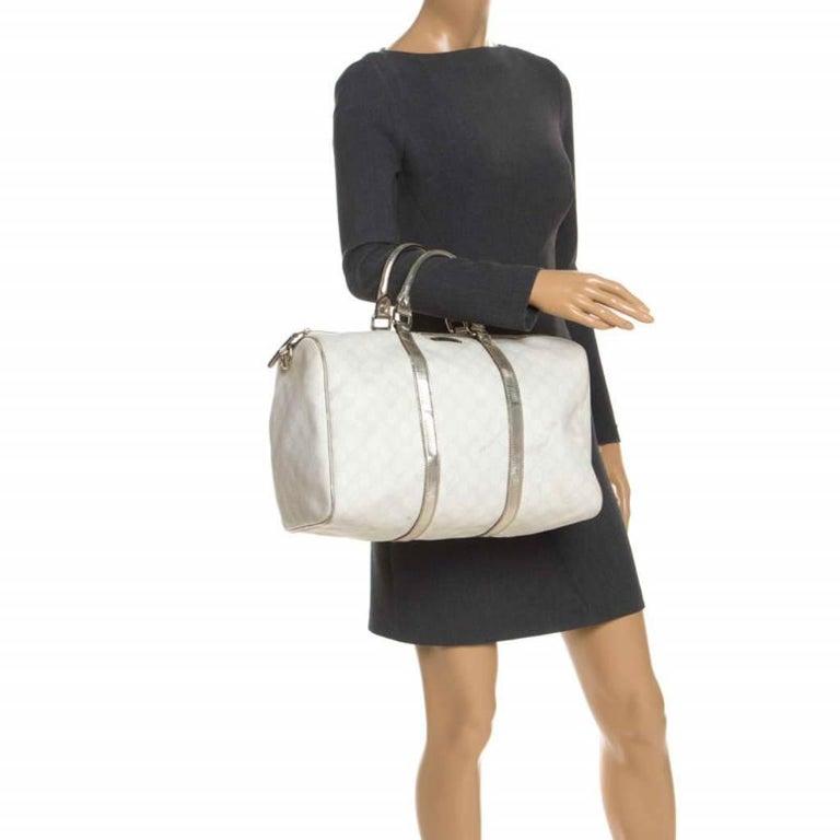Gucci White/Silver GG Supreme Canvas and Leather Joy Boston Bag In Good Condition For Sale In Dubai, Al Qouz 2