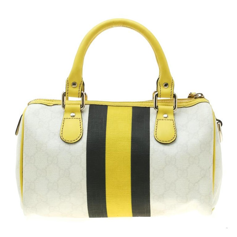 This trendy Joy Boston bag by Gucci is a buy you won't regret. Crafted from GG supreme canvas and styled with leather trims, the bag has a well-sized fabric interior and two top handles for you to easily swing. The piece is complete with the web