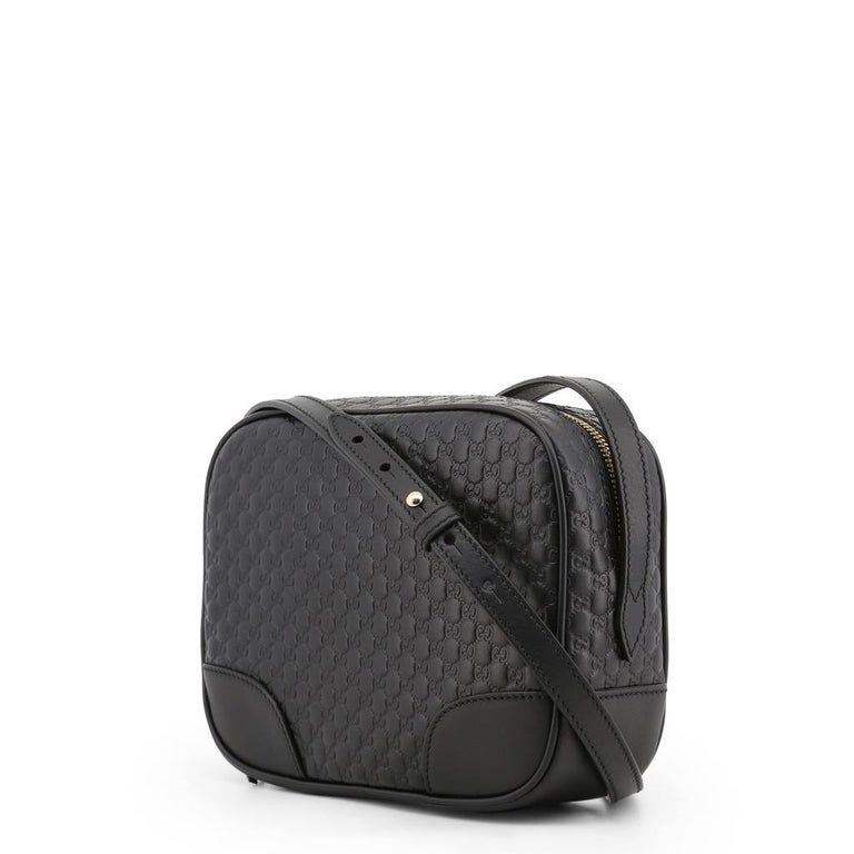Item number 449413_3BMJ1G-1000  Color black Upper leather Lining canvas, leather Compartments: 1 main compartment, 2 slide-in compartments, 8 card compartments Closure zipper Weight in grams about 350 Shoulder strap with approx. 120 cm - 130 cm
