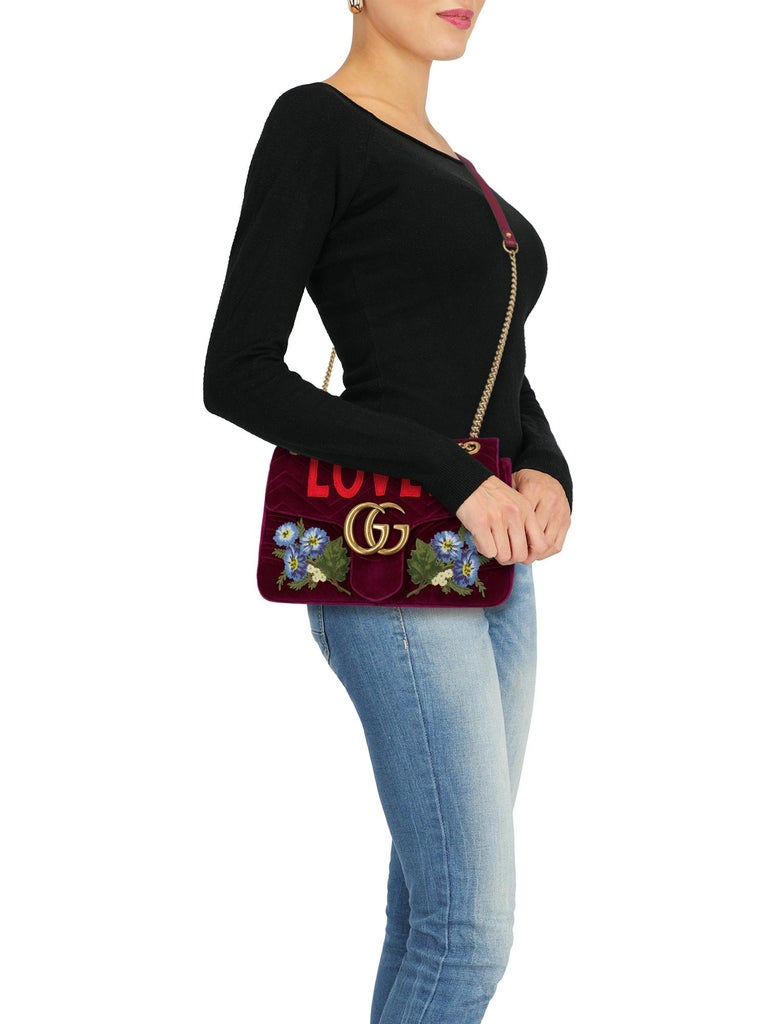 Marmont, gg closure, fabric, other patterns, iconic detail, internal logo, velvet, chain shoulder strap, adjustable shoulder strap, gold-tone hardware, internal zipped pocket, internal pocket, contrast lining, embroidered detail, evening, day