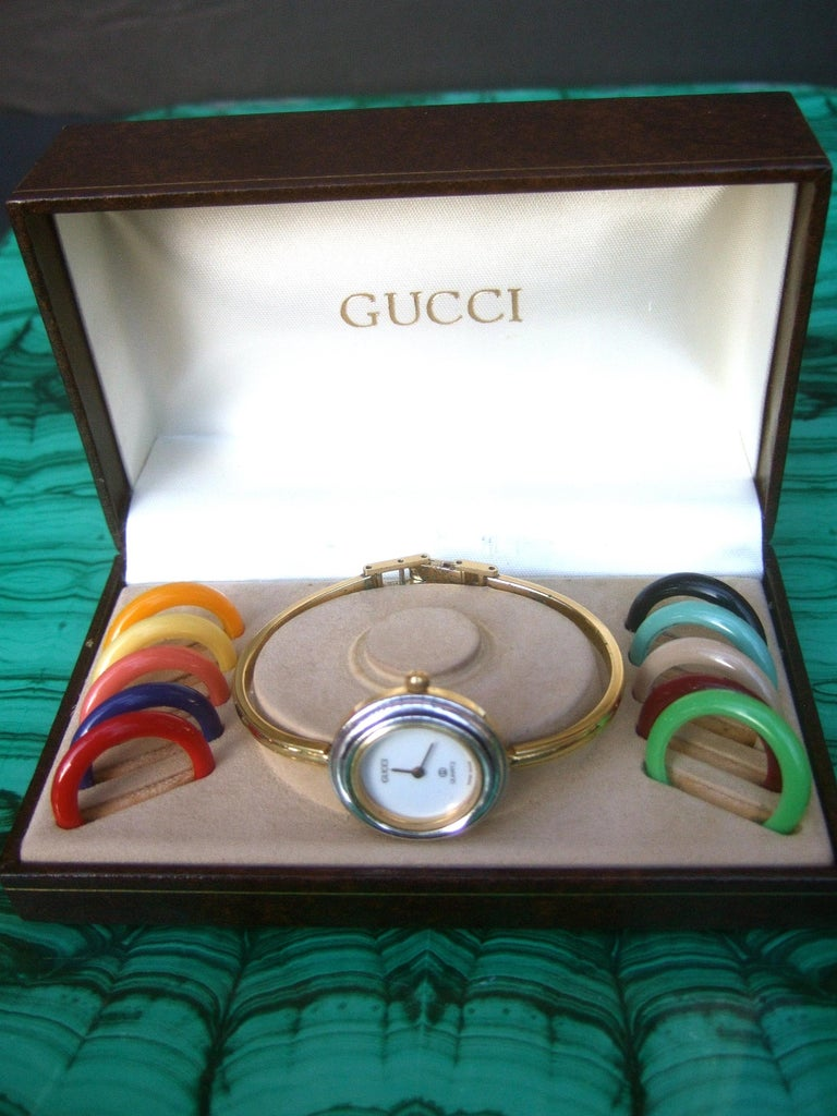 Gucci women's wrist in original Gucci presentation box c 1980s The stylish wrist watch is designed with ten plastic resin interchangeable  circular dial rings in a myriad of colors. It too may be worn with the silver and gold tone circular dial
