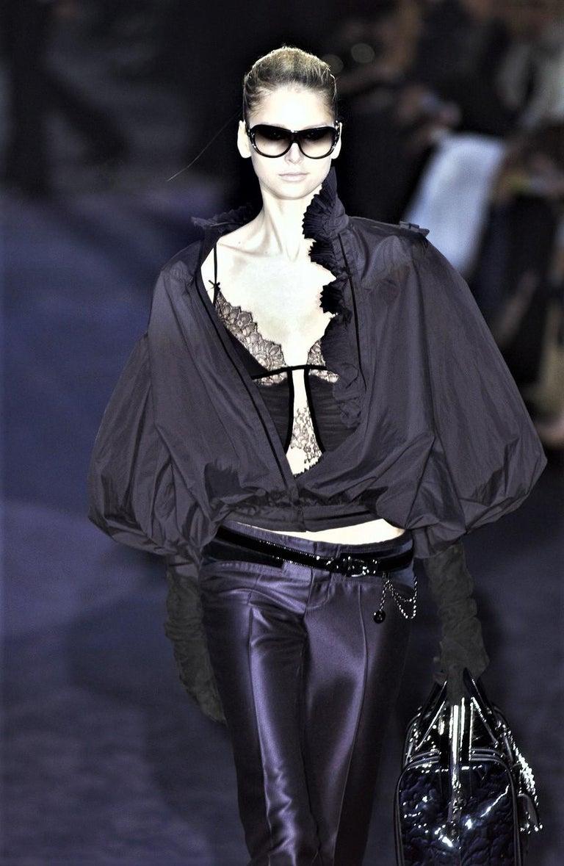 New Gucci Wool & Silk Runway Pants F / W 2005 Sz 44 U.S. 8 In Good Condition For Sale In Leesburg, VA