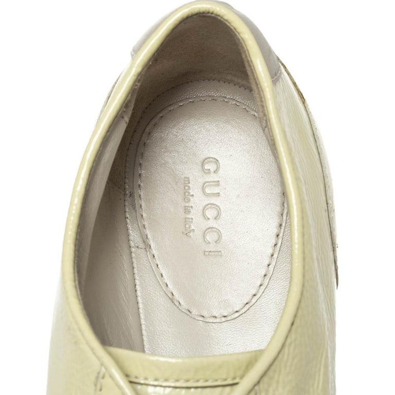 Gucci Yellow Patent Leather Web Detail Lace Up Low Top Sneakers Size 38.5 For Sale 2