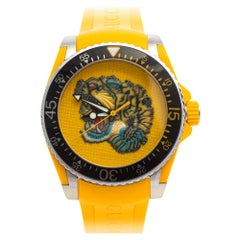 Gucci Yellow Stainless Steel Rubber Tiger Motif Dive Men's Wristwatch 40 mm