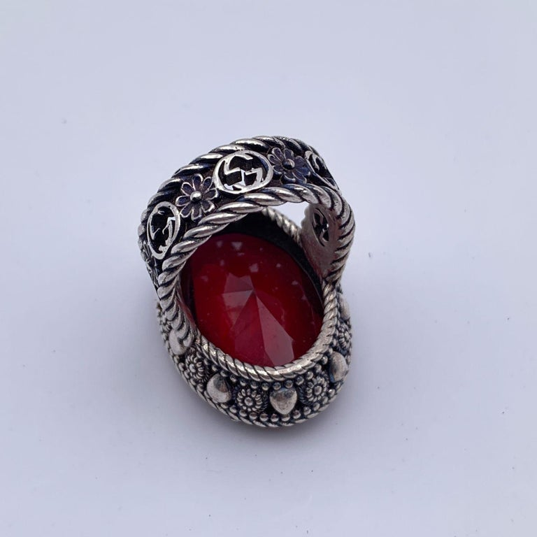 Square Cut Gucci Sterling Silver Red Oval Crystal Stone Ring Size 16 Never Worn For Sale