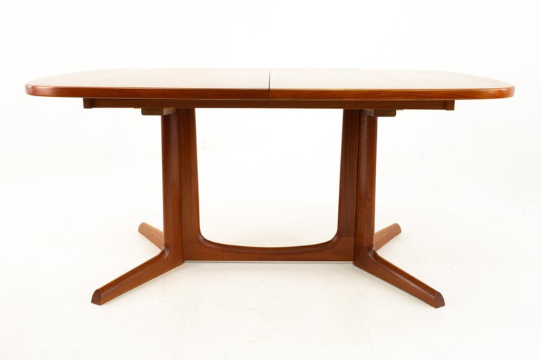 Gudme Mobelfabrik Midcentury Dining Table with 2 Leaves In Excellent Condition In La Grange, IL