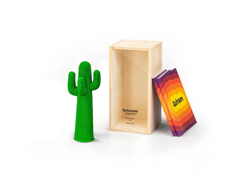 The miniature Cactus, one of the radical design symbols par excellence. Gufram offers its fans a version identical to the original designed by Drocco and Mello in 1972. The mini mold is perfectly identical to the full-scale design and shows 2165