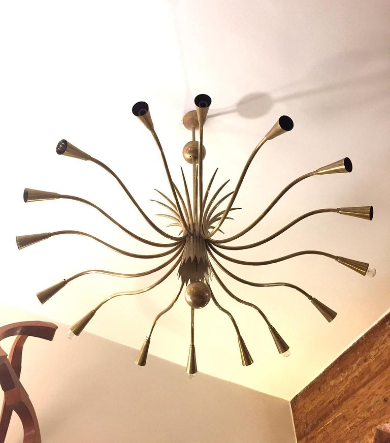 Italian Guglielmo Ulrich 'Attributed' Mid-Century Sixteen-Arm Brass Chandelier