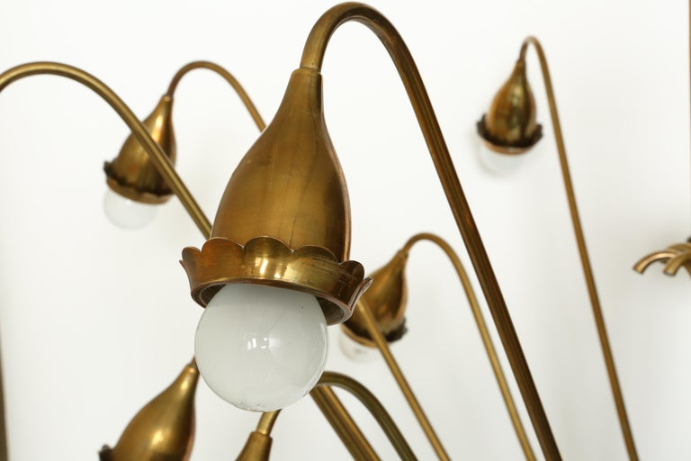 Guglielmo Ulrich style brass chandelier. Italy 1950s. Made with brass. 16 branches. Medium base sockets.