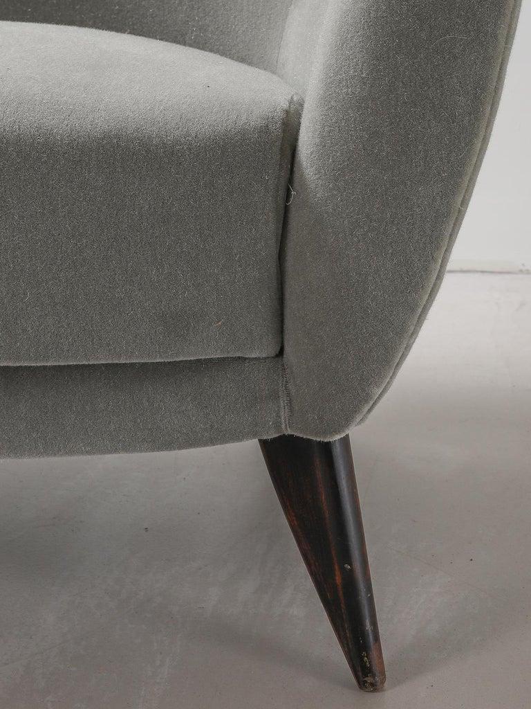 Guglielmo Veronesi for ISA Bergamo, Italian Mid Century Sofa in Mohair Fabric For Sale 7