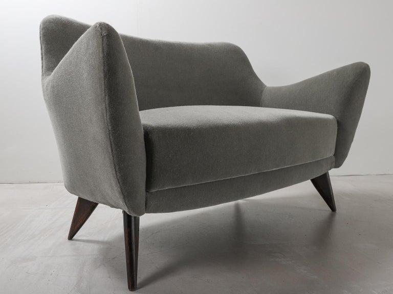 Guglielmo Veronesi for ISA Bergamo, Italian Mid Century Sofa in Mohair Fabric For Sale 13
