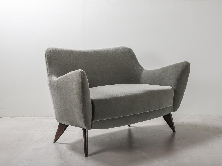Guglielmo Veronesi for ISA Bergamo, Italian Mid Century Sofa in Mohair Fabric For Sale 3