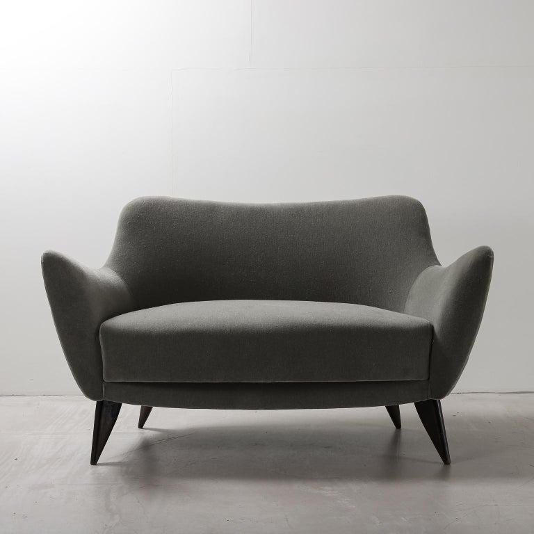 Guglielmo Veronesi for ISA Bergamo, Italian Mid Century Sofa in Mohair Fabric For Sale 4