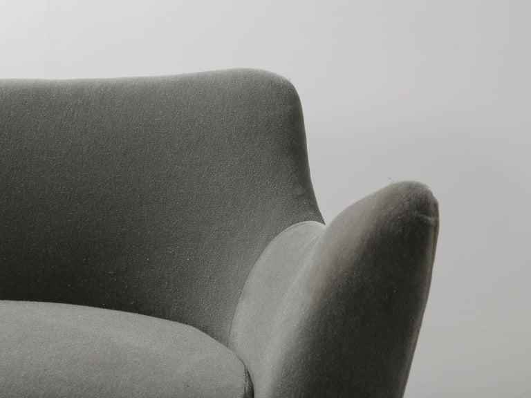 Guglielmo Veronesi for ISA Bergamo, Italian Mid Century Sofa in Mohair Fabric For Sale 5