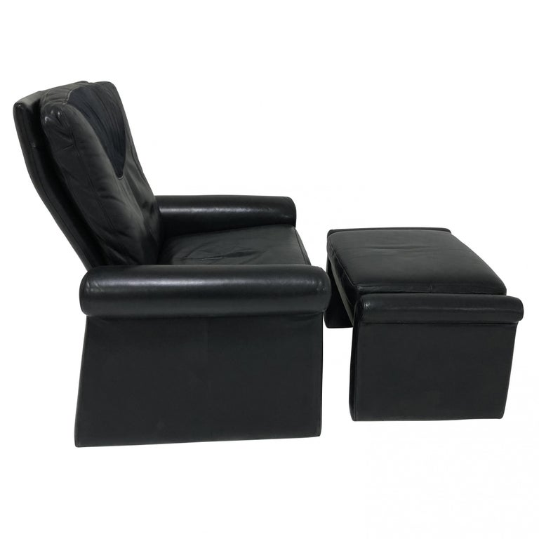 Late 20th Century Guido Faleschini Black Leather a Lounge Chair and Ottoman, Italy 1970 Pace For Sale