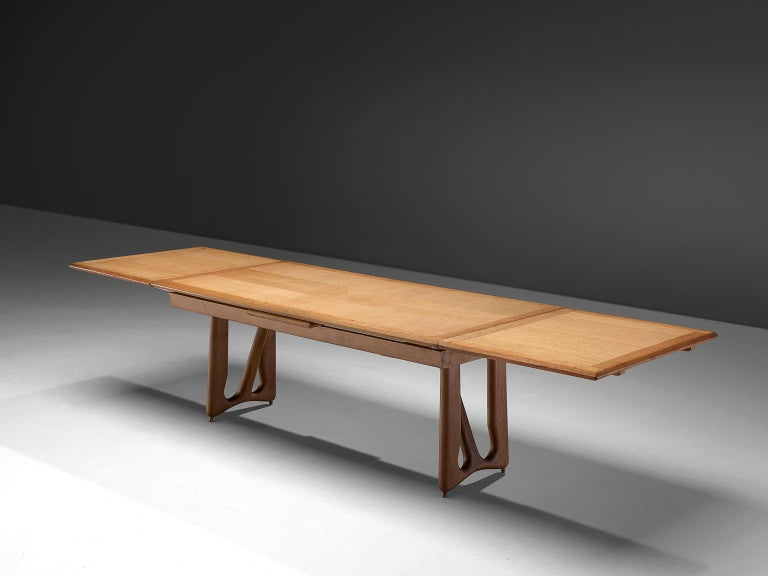 Guillerme & Chambron Extendable Dining Table in Oak In Good Condition For Sale In Waalwijk, NL