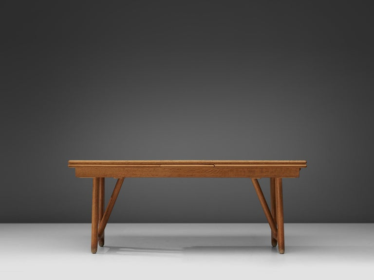 Guillerme & Chambron Extendable Dining Table in Oak In Good Condition In Waalwijk, NL
