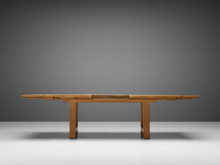 Guillerme et Chambron Extendable Dining Table 'Bourbonnais' in Oak In Good Condition For Sale In Waalwijk, NL
