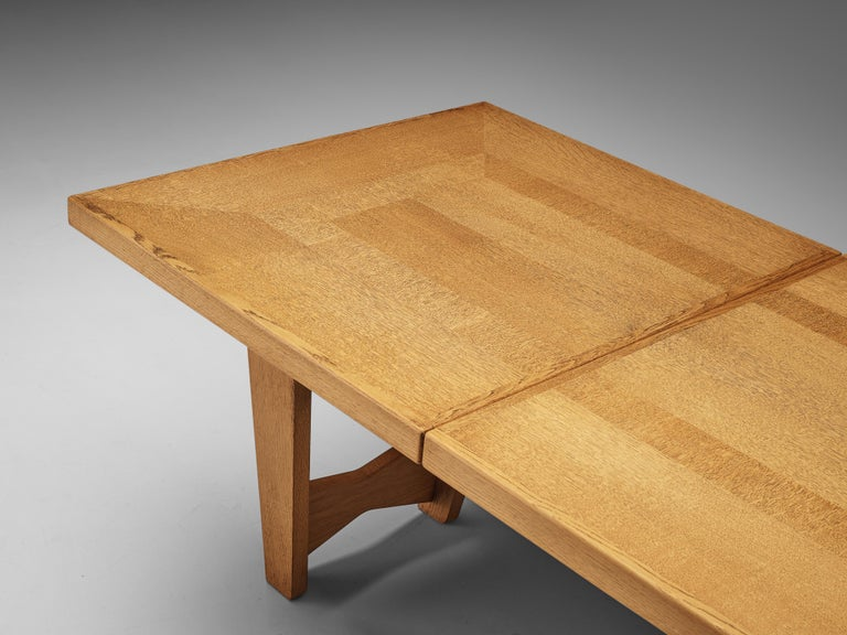 Guillerme et Chambron Extendable Dining Table in Oak For Sale 1