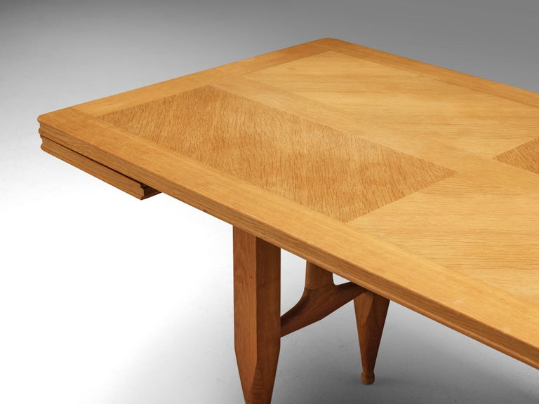 Guillerme et Chambron Extendable Dining Table in Solid Oak In Good Condition For Sale In Waalwijk, NL