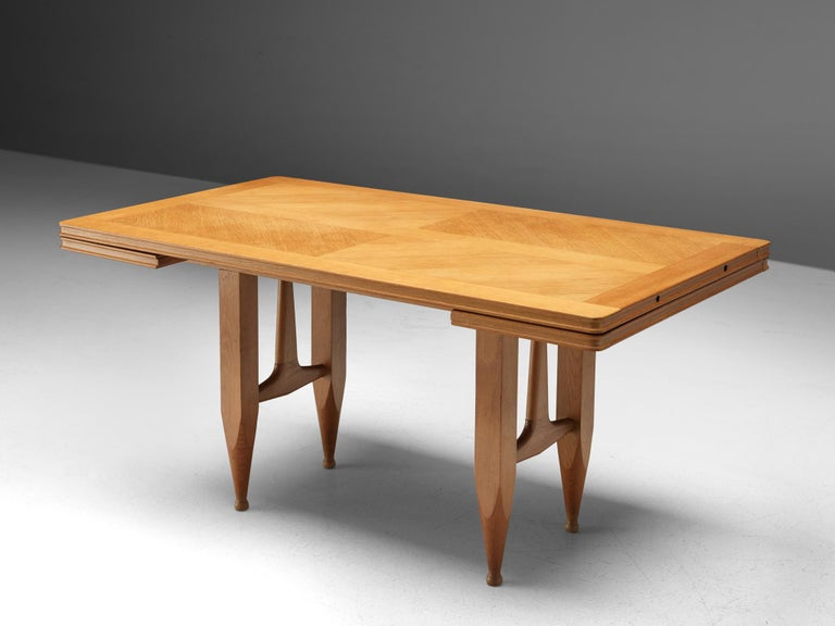 Guillerme et Chambron Extendable Dining Table in Solid Oak For Sale 1