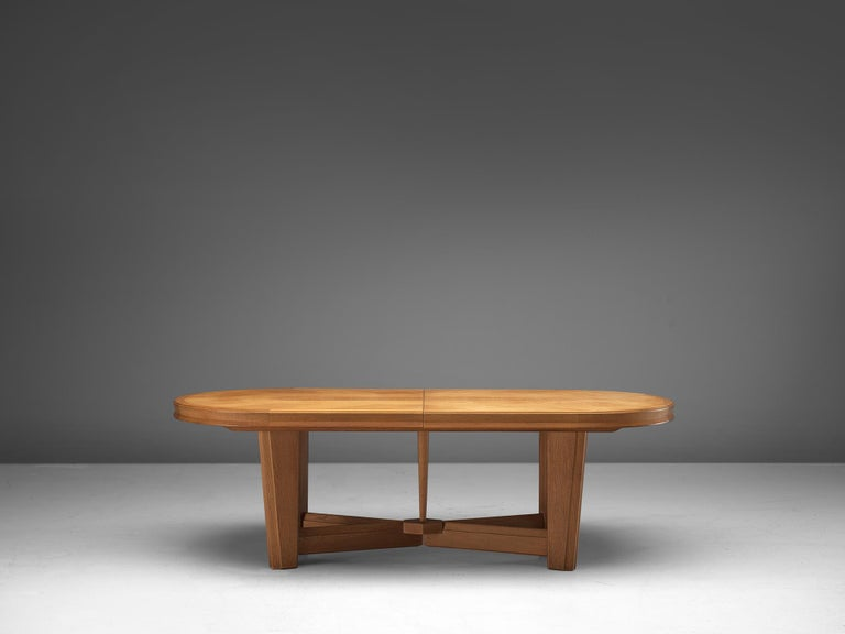 Guillerme et Chambron Extendable Oval Dining Table in Oak In Good Condition For Sale In Waalwijk, NL