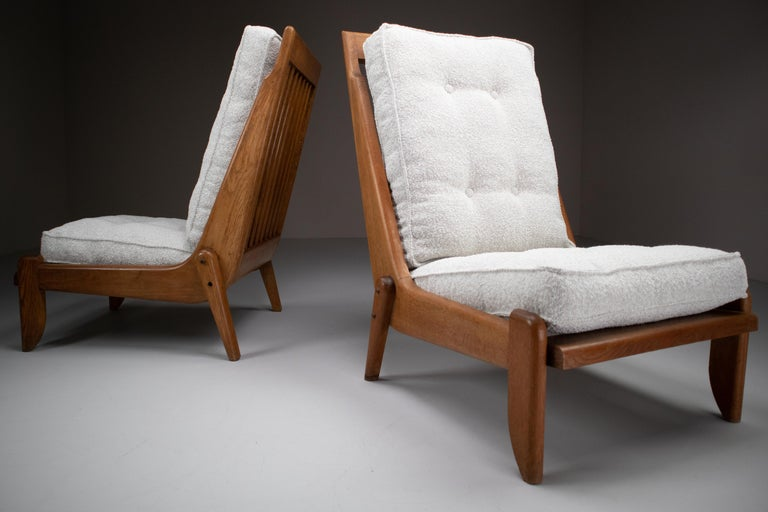 French Guillerme et Chambron Lounge Chairs in Blond Oak and Bouclé Fabric, France, 1950 For Sale