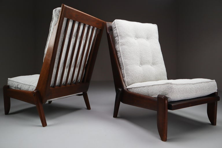 Guillerme & Chambron, pair of two lounge chairs in solid oak and reupholstered in bouclé fabric.   Pair of two original midcentury lounge chairs manufactured and designed by Guillerme & Chambron in France, 1950s. Made of solid oak and