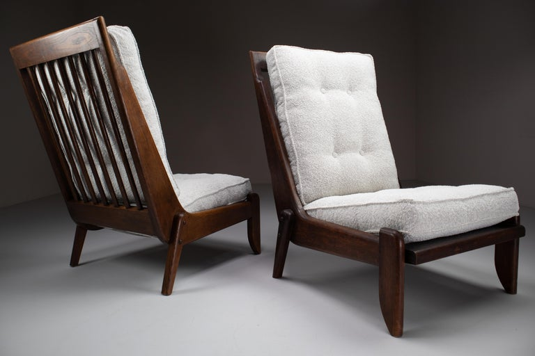 French Guillerme et Chambron Pair Lounge Chairs in Oak and bouclé fabric, France, 1950s For Sale