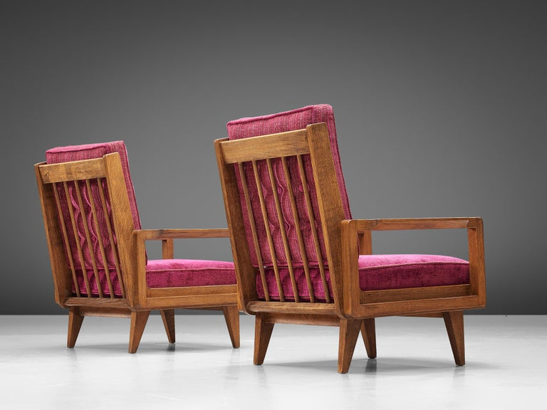 French Guillerme et Chambron Pair of Lounge Chairs in Oak and Pink Upholstery For Sale
