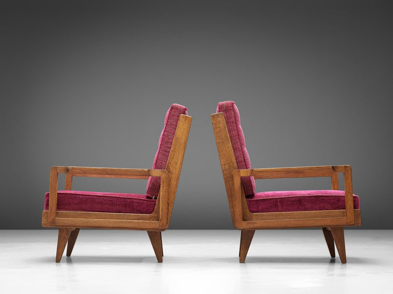 Guillerme et Chambron Pair of Lounge Chairs in Oak and Pink Upholstery In Good Condition For Sale In Waalwijk, NL